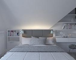 Dom w Czechowicach Dziedzicach - Mała biała szara sypialnia małżeńska na poddaszu, styl skandynawski - zdjęcie od Architekt Wnętrz Patrycja Wojtaś