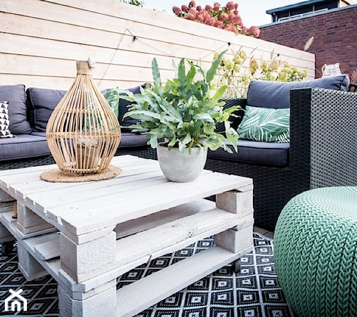 Jak zrobić meble ogrodowe z palet? Instrukcja krok po kroku