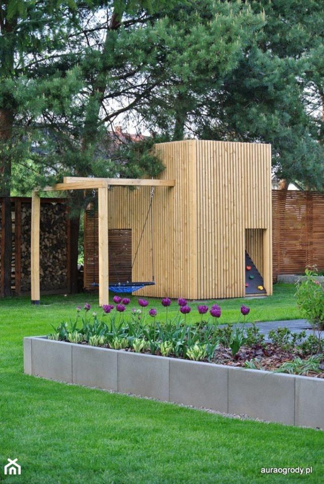 Minimalistyczny domek zabawowy dla dzieci, plac zabaw dla dzieci - zdjęcie od OGRODOWA AURA