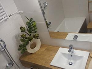 Łazienka - Mała szara łazienka na poddaszu w bloku w domu jednorodzinnym bez okna, styl klasyczny - zdjęcie od Katarzyna W-L