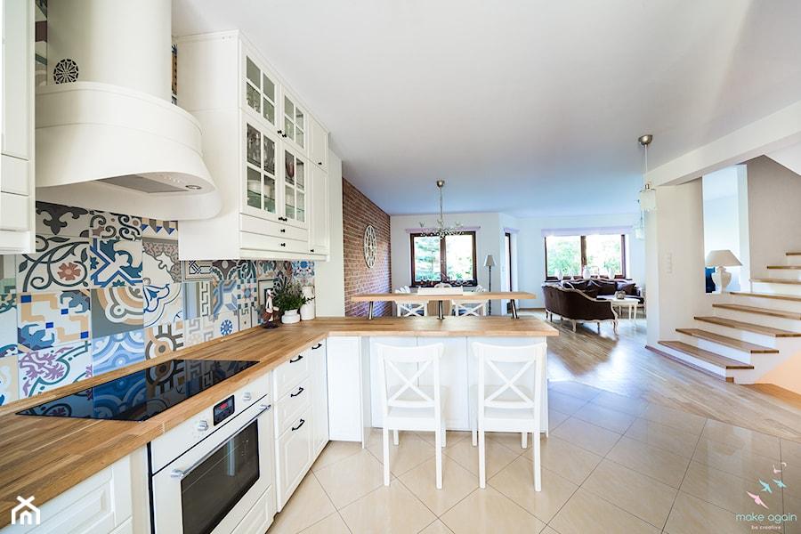 Salon prowansalski z aneksem kuchennym  Duża otwarta   -> Kuchnia Ikea Styl Prowansalski