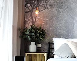 SOHO - Mała szara sypialnia małżeńska, styl industrialny - zdjęcie od KUKA Concept
