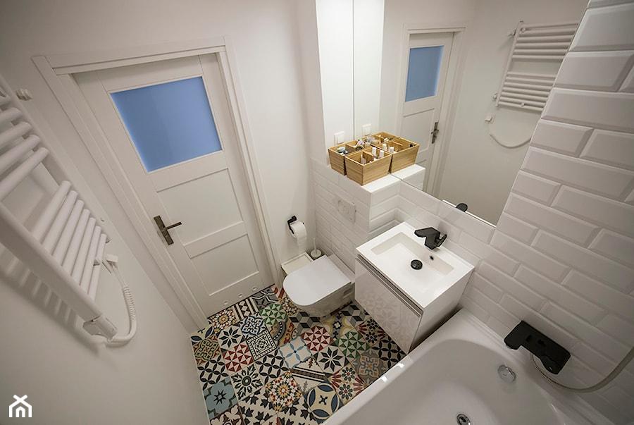 Aranżacje wnętrz - Łazienka: #FRN2 - Mała biała łazienka - Och-Ach_Concept. Przeglądaj, dodawaj i zapisuj najlepsze zdjęcia, pomysły i inspiracje designerskie. W bazie mamy już prawie milion fotografii!