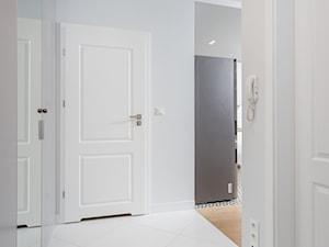 Minimalistyczny, skandynawski hol - zdjęcie od Och-Ach_Concept