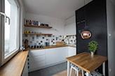 mały kwadratowy stolik do kuchni