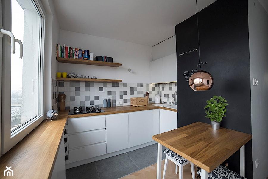 Frn2 Mała Otwarta Biała Kolorowa Kuchnia W Kształcie