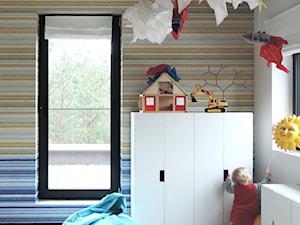 Posmodernistyczna wieś - Średni biały beżowy kolorowy pokój dziecka dla chłopca dla malucha, styl eklektyczny - zdjęcie od MUTUO Studio Projektowe