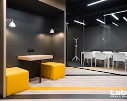 Ty też możesz mieć takie biuro! Zapraszamy do współpracy: https://lobos.pl/meble/witamy/ Zapraszam ... - zdjęcie od Lobos Meble Biurowe - Homebook