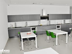 Realizacja biura w stylu nowoczesnym - Lobos Meble Biurowe