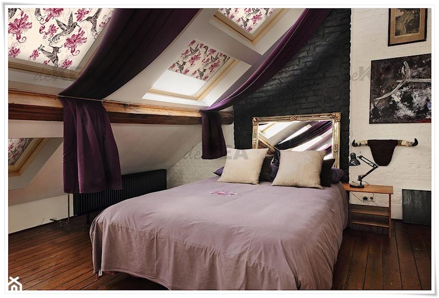 Aranżacje wnętrz - Sypialnia: Rolety dachowe deKEA do sypialni w stylu Retro - deKEA Polska. Przeglądaj, dodawaj i zapisuj najlepsze zdjęcia, pomysły i inspiracje designerskie. W bazie mamy już prawie milion fotografii!