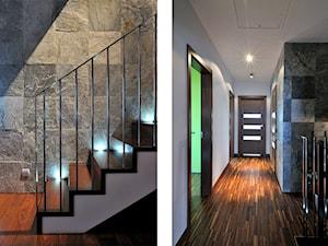 Dom w Suchym Dworze, k/Gdyni - Małe wąskie schody jednobiegowe betonowe - zdjęcie od Ministerstwo Spraw We Wnętrzach