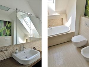 Dom w Suchym Dworze, k/Gdyni - Średnia biała beżowa łazienka na poddaszu w domu jednorodzinnym z oknem - zdjęcie od Ministerstwo Spraw We Wnętrzach