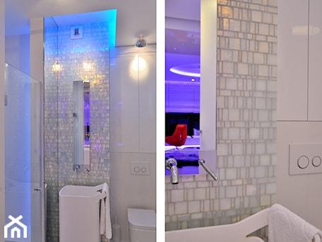 Aranżacje wnętrz - Łazienka: Apartament w Sea Towers - Średnia kolorowa łazienka w bloku bez okna - Ministerstwo Spraw We Wnętrzach. Przeglądaj, dodawaj i zapisuj najlepsze zdjęcia, pomysły i inspiracje designerskie. W bazie mamy już prawie milion fotografii!