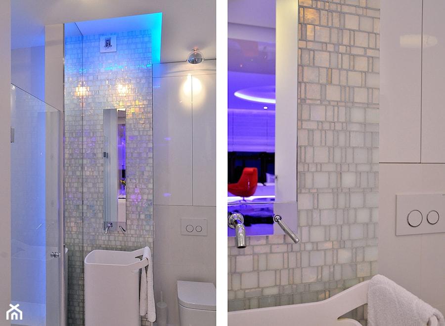 Apartament w Sea Towers - Średnia kolorowa łazienka w bloku bez okna - zdjęcie od Ministerstwo Spraw We Wnętrzach