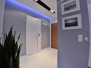 Mieszkanie Gdańsk - 48m2 - 2014 - Mały szary hol / przedpokój, styl nowoczesny - zdjęcie od Studio86