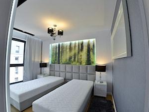 Mieszkanie - Browar Gdański - 50m2 - 2015 - Średnia biała szara sypialnia dla gości, styl nowoczesny - zdjęcie od Studio86