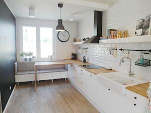 pastelove - Mała otwarta biała czarna kuchnia jednorzędowa, styl skandynawski - zdjęcie od NaNovo