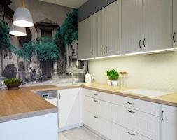 MIESZKANIE Z NUTĄ PROWANSJI - Średnia otwarta szara kuchnia w kształcie litery u, styl prowansalski - zdjęcie od Wizja Wnętrza - projekty i aranżacje
