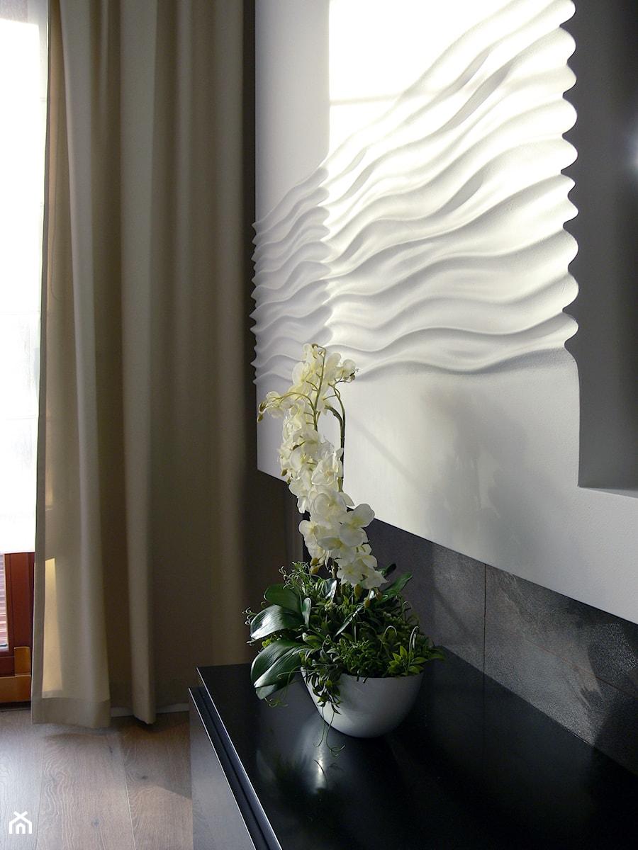 Aranżacje wnętrz - Salon: ściana tv-panenle gipsowe 3D - Pracownia Wnętrza. Przeglądaj, dodawaj i zapisuj najlepsze zdjęcia, pomysły i inspiracje designerskie. W bazie mamy już prawie milion fotografii!