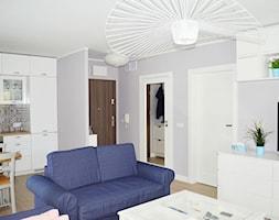 Nadmorski salon SeaSIDE - zdjęcie od KODY Wnętrza Design & Concept Store