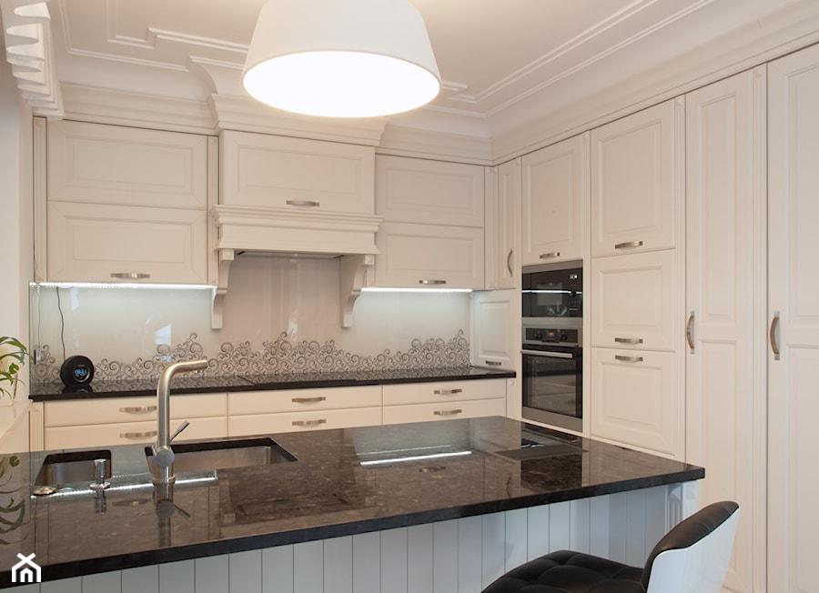 Kuchnia klasyczna biała MALAGA - www.kampra.pl - zdjęcie od KAMPRA MEBLE