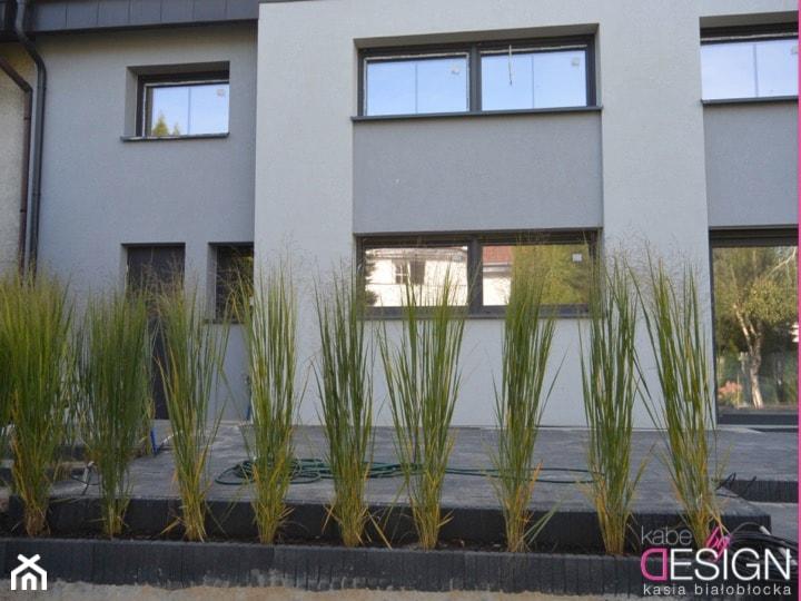 Projekt Września - Jednopiętrowe nowoczesne domy murowane - zdjęcie od kabeDesign kasia białobłocka