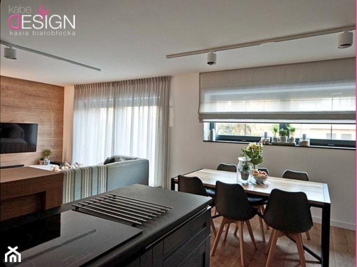 Projekt Września - Średnia otwarta biała jadalnia w kuchni w salonie, styl industrialny - zdjęcie od kabeDesign kasia białobłocka