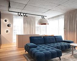 Salon+z+wysp%C4%85+kuchenn%C4%85.+-+zdj%C4%99cie+od+Pracownia+projektowania+wn%C4%99trz+Loci