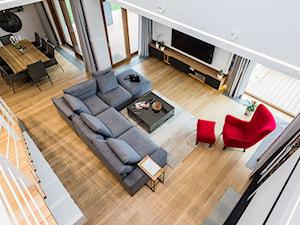 DOM W MICHAŁOWICACH - Duży biały salon z jadalnią z antresolą, styl nowoczesny - zdjęcie od 3deko