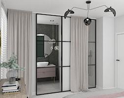 ŁAZIENKI - Mała czarna szara łazienka na poddaszu w bloku w domu jednorodzinnym z oknem, styl industrialny - zdjęcie od 3deko