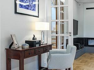 METAMORFOZA DOMU W MIĘDZYLESIE - Biały salon, styl klasyczny - zdjęcie od 3deko