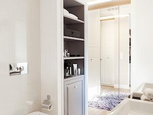 ŁAZIENKI - Mała biała łazienka na poddaszu w bloku w domu jednorodzinnym bez okna, styl klasyczny - zdjęcie od 3deko