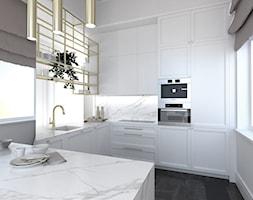 WYSOKIE MIESZKANIE W KAMIENICY - Mała otwarta biała kuchnia w kształcie litery l z wyspą z oknem, styl nowojorski - zdjęcie od 3deko