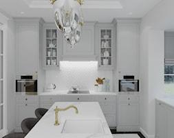 WILLA PARKOWA - Duża otwarta biała kuchnia w kształcie litery l z wyspą z oknem, styl tradycyjny - zdjęcie od 3deko