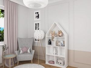 MIESZKANIE Z NUTĄ GRANATU - Średni biały pokój dziecka dla chłopca dla dziewczynki dla malucha, styl eklektyczny - zdjęcie od 3deko