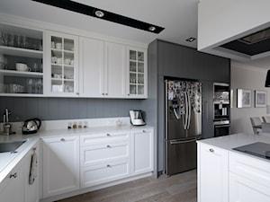 DOM W FALENTACH - Duża otwarta szara kuchnia w kształcie litery l z wyspą, styl skandynawski - zdjęcie od 3deko