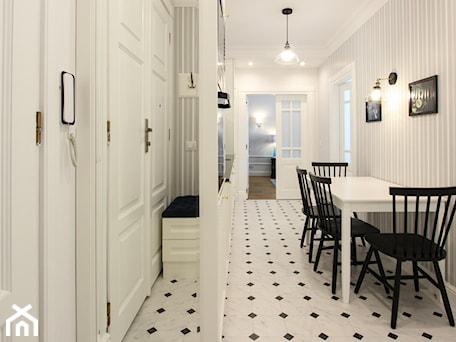 Aranżacje wnętrz - Jadalnia: MIESZKANIE KRAKÓW - Mała otwarta biała jadalnia jako osobne pomieszczenie, styl klasyczny - 3deko. Przeglądaj, dodawaj i zapisuj najlepsze zdjęcia, pomysły i inspiracje designerskie. W bazie mamy już prawie milion fotografii!