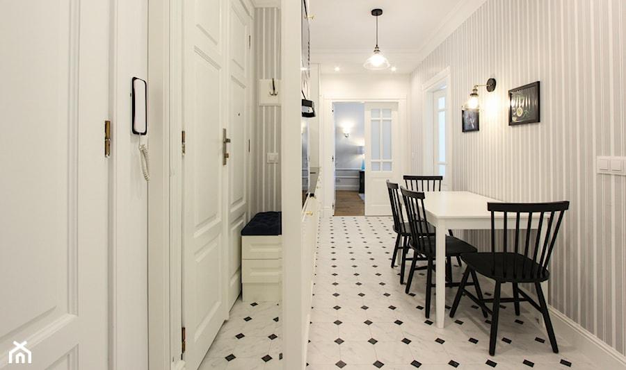 MIESZKANIE KRAKÓW - Mała otwarta biała jadalnia jako osobne pomieszczenie, styl klasyczny - zdjęcie od 3deko