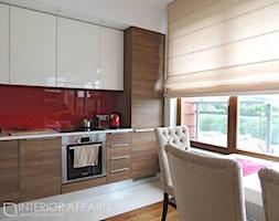 Garnizon - Średnia czerwona kuchnia jednorzędowa w aneksie, styl nowoczesny - zdjęcie od INTERIOR AFFAIRS