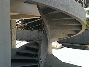 schody zewnętrzne - zdjęcie od malgorzata@aprudschody.com.pl
