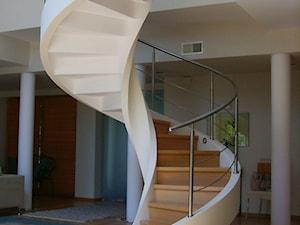Schody betonowe spiralne - zdjęcie od malgorzata@aprudschody.com.pl