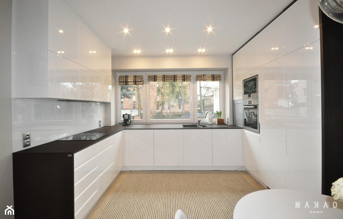 Projekt Sadyba - Duża otwarta biała kuchnia w kształcie litery u, styl nowoczesny - zdjęcie od MAKAO home - Homebook