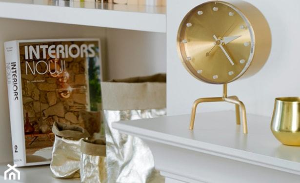 złote dekoracje do salonu