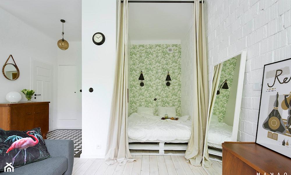 Salon i sypialnia w jednym -- Singiel bardzo często decyduje się na mieszkanie jednopokojowe. Czasem są to względy eko ...