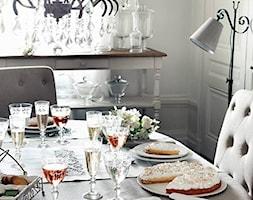 Mała biała jadalnia jako osobne pomieszczenie, styl prowansalski - zdjęcie od Comptoir de Famille by Coqlila