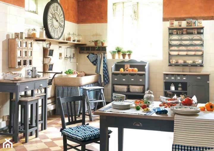 Duża otwarta beżowa brązowa kuchnia w kształcie litery l z oknem, styl rustykalny - zdjęcie od Comptoir de Famille by Coqlila