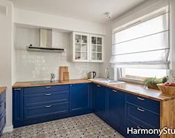 Nowoczesna kuchnia otwarta na salon - zdjęcie od HarmonyStudio kuchnie i wnętrza - Homebook