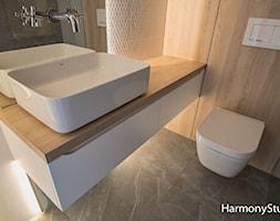 Szafka łazienkowa Biała Z Drewnianym Blatem Zdjęcie Od