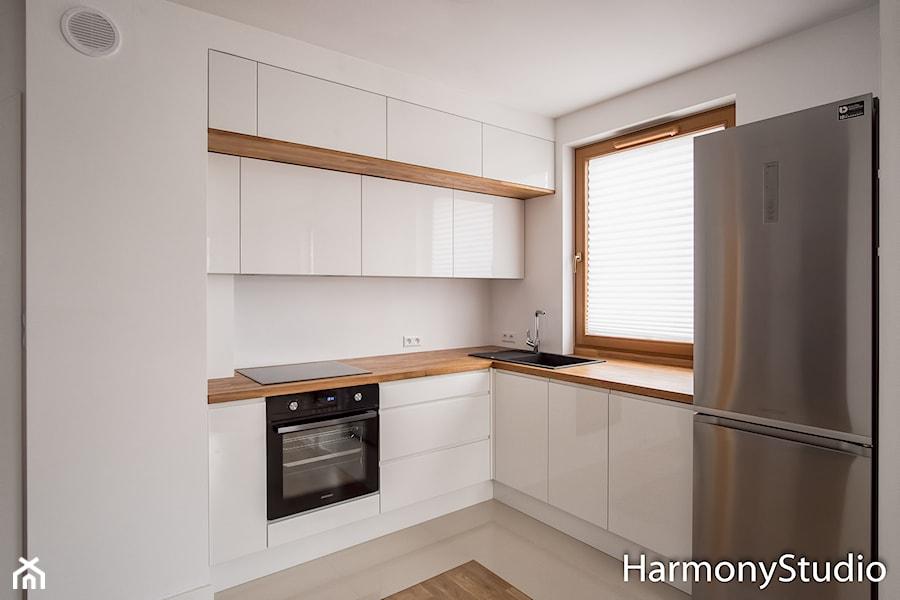 Kuchnia nowoczesna z drewnianym blatem  zdjęcie od Harmony Studio kuchnie i   -> Kuchnia Kremowa Z Szarym Blatem