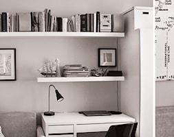 Średni szary pokój dziecka dla chłopca dla dziewczynki dla nastolatka, styl skandynawski - zdjęcie od INTO pracownia architektury